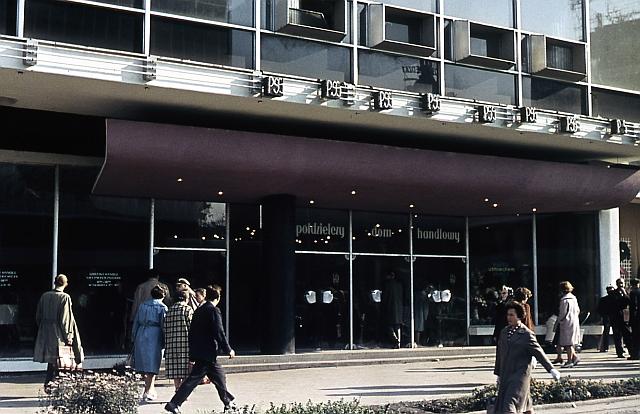 """Wejście do """"Zenitu"""", zdjęcie pochodzi z prywatnej kolekcji architekta"""