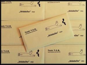 Skládačka koperty z pokazu na Festiwalu Dekonstrukcji Słowa Czytaj w Częstochowie.Fot. Marcin Wagner
