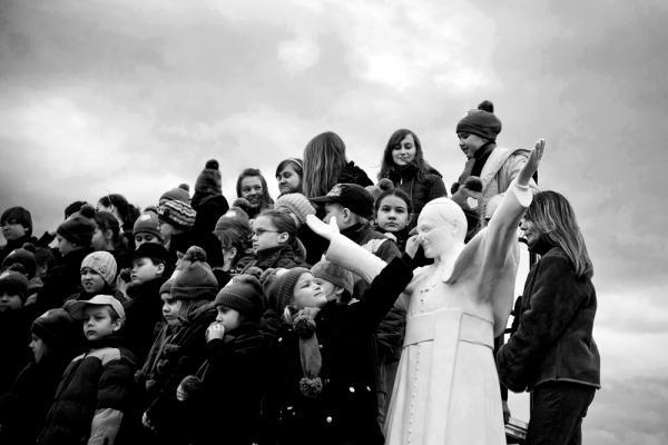 """Kolejne wyróżnienie – fotoreportaż """"Papież"""", Autor: jaroslawrespondek."""