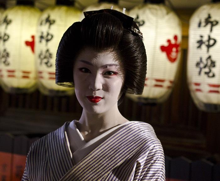 Gion_Higashi_Tsunemomo_1