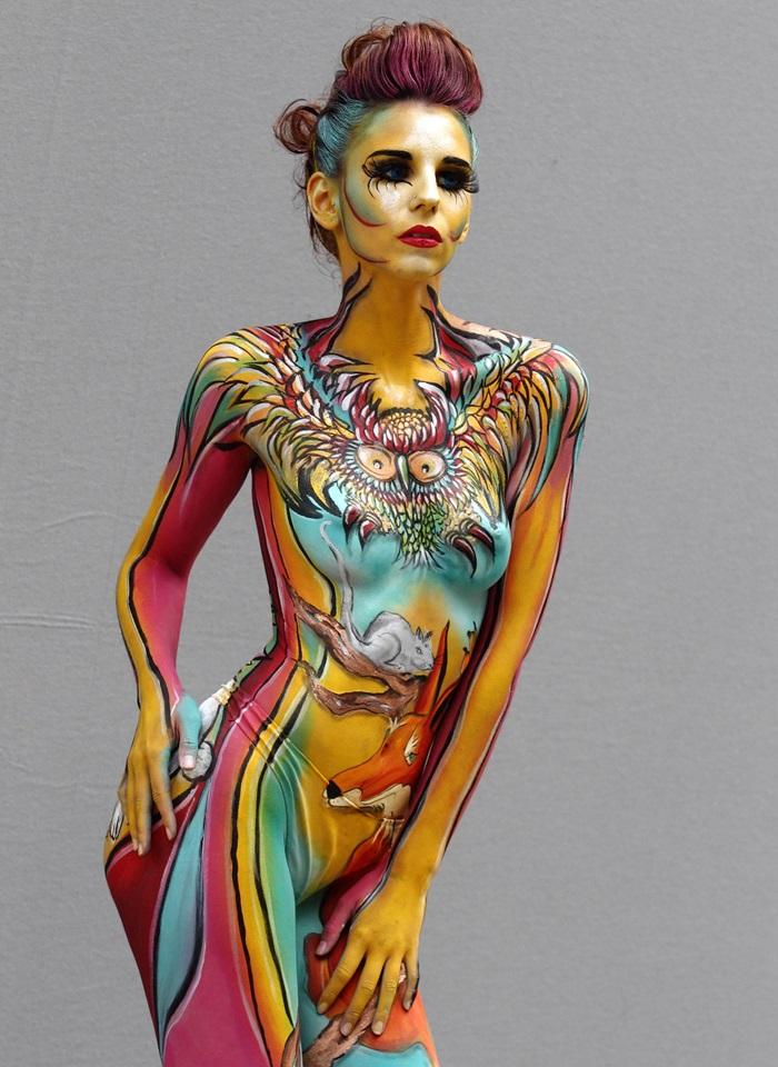 Modelka pozująca podczas corocznego, największego tego typu, World Bodypainting Festival w Poertschach, Austriif (05.06.2013r.).