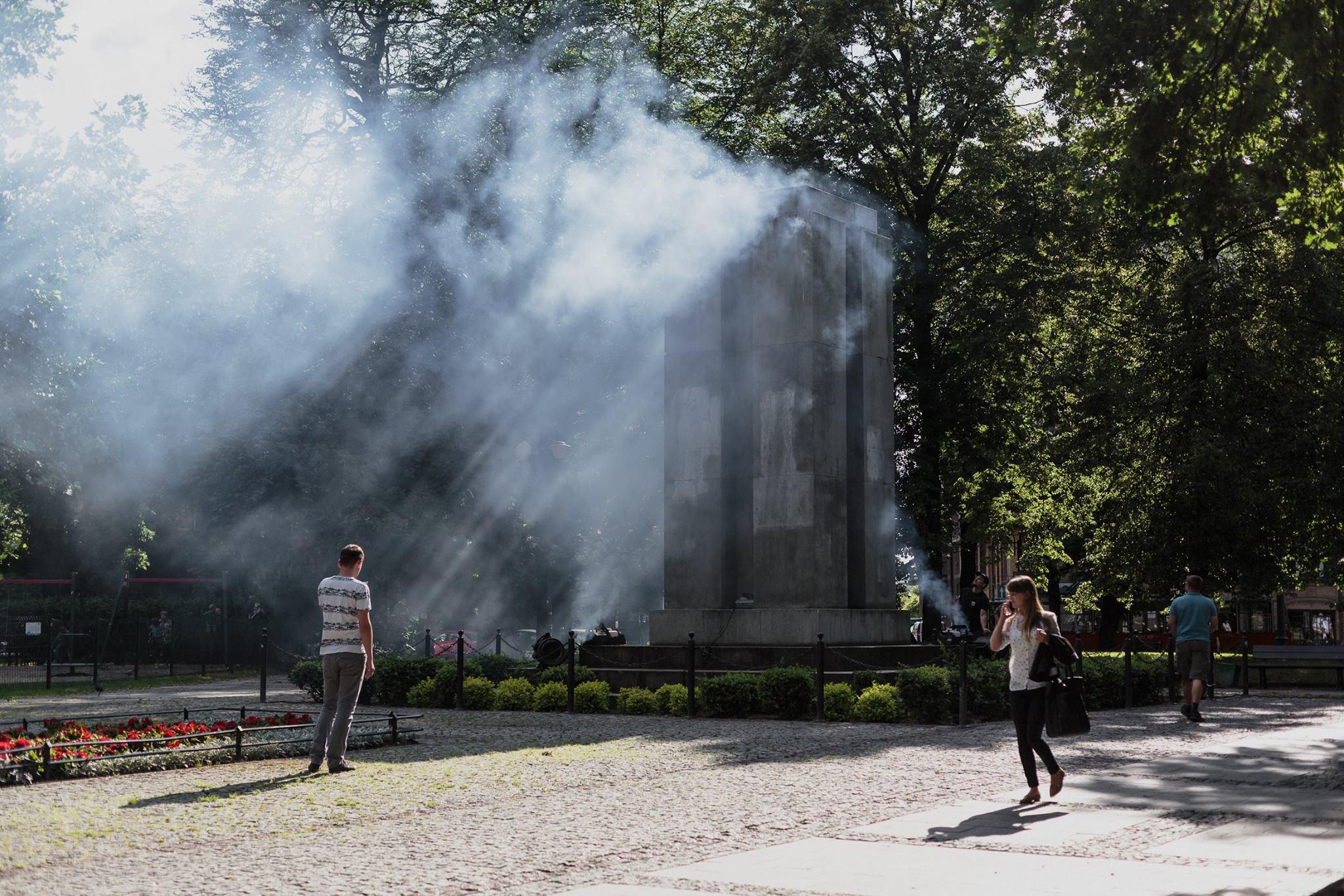 Karolina Freino Katarakta - akcja w ramach projektu Widmo, plac Wolności w Katowicach, lipiec 2016, fot. Barbara Kubska