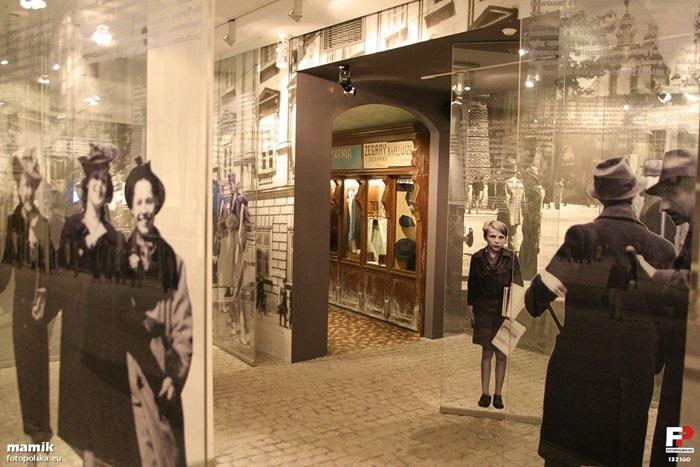 Kraków,_Fabryka_Schindlera_-_oddział_Muzeum_Historycznego_Miasta_Krakowa_-_fotopolska.eu_wikicommons