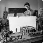 Marek Dziekoński z modelem budynku Panoramy Racławickiej ok. 1958. Fot. z archiwum Ewy Dziekońskiej