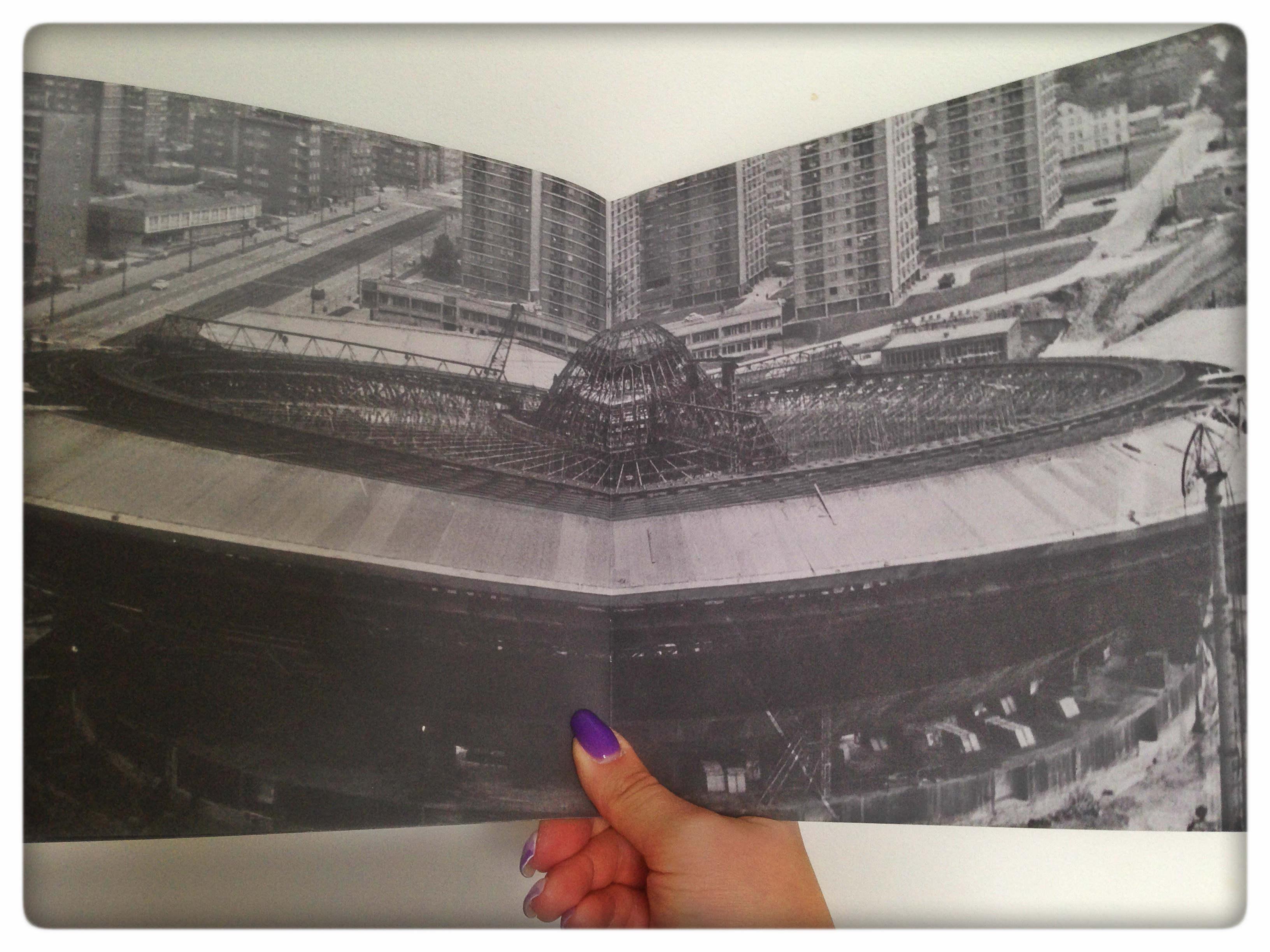 W publikacji wykorzystano archiwalne fotografie miasta