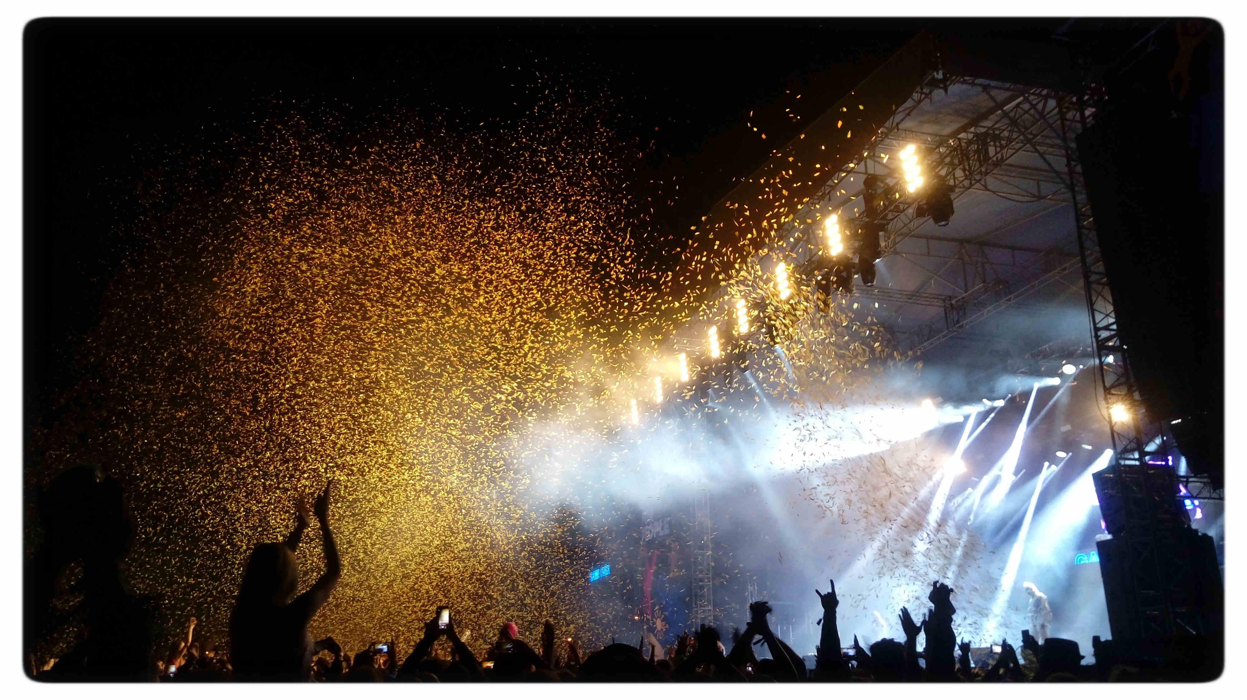 Die Antwoord, a na zakończenie deszcz złotych konfetti, fot. Sylwia Chrapek