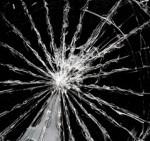 black-mirror_cracked-screen