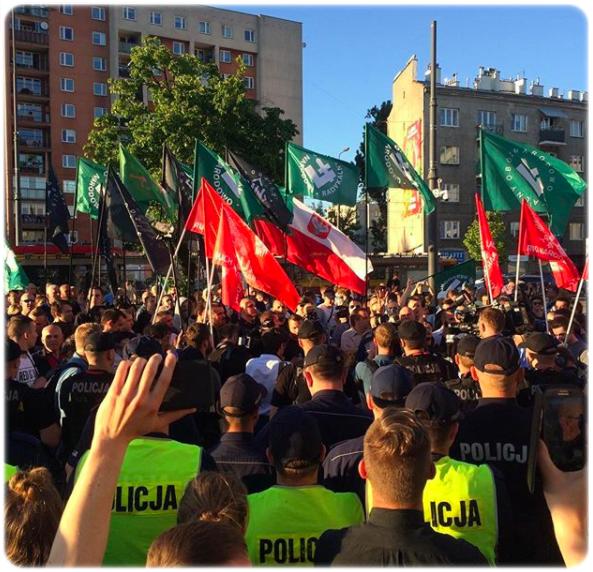 protesty pod Teatrem Powszechnym, maj